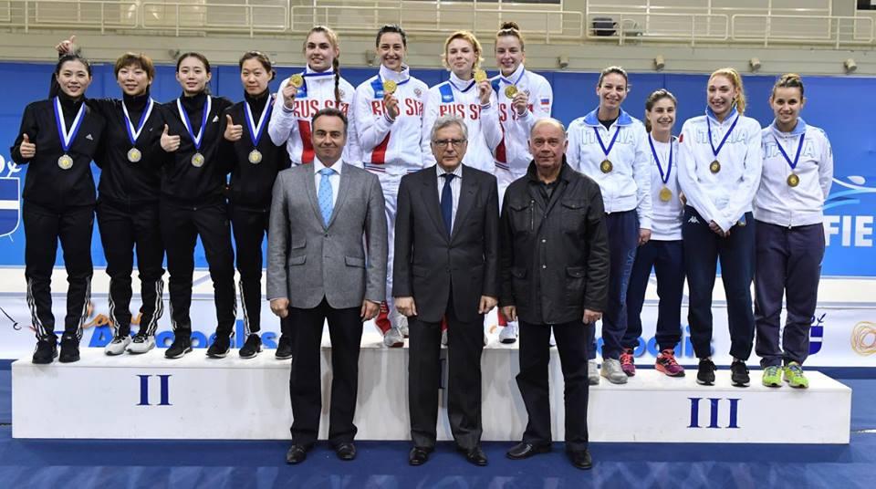 Atene 19 febbraio 2017 Coppa del Mondo  La squadra italiana sul terzo gradino del podio (foto Bizzi per Federscherma)